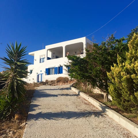 Comfortable house with sea view in Donoussa