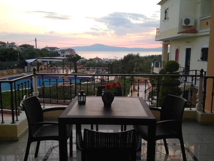 Manos's Maisonette-3 min walk from the beach!