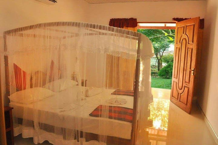 Sigiri corridor (standard double room with fan)