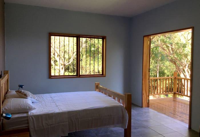 Vista al Lago, queen room in Casa Mono Congo: B&B - Balgüe - Inap sarapan