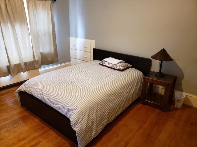 QUINCY | Large Furnished Private Room near T