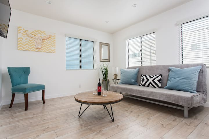 SUNNY 1 BEDROOM IN THE HEART OF VENICE BEACH - #4