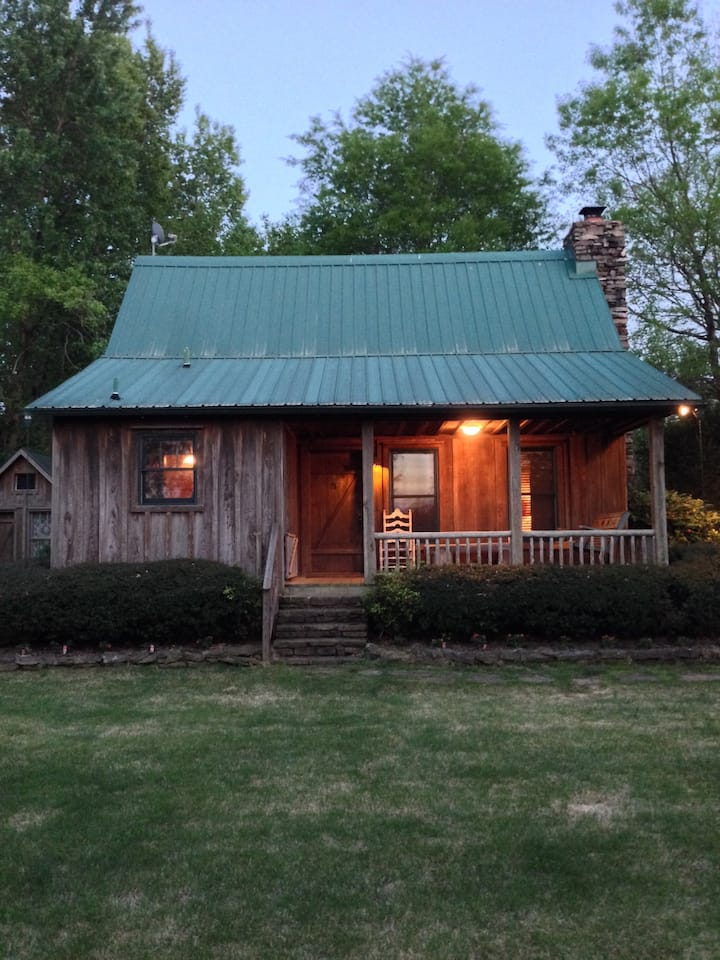 Charming Cabin on the Little Red River