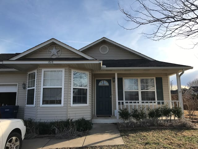 Great Home Close to Downtown - Siloam Springs - Casa