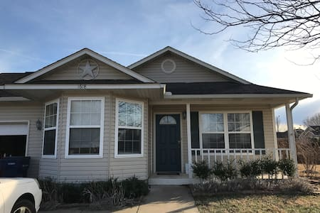 Great Home Close to Downtown - Siloam Springs - Hus