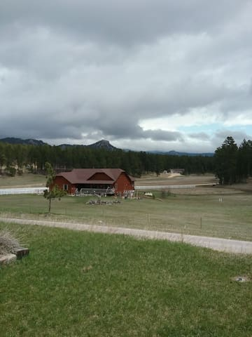Large cabin with stunning views of the Black Hills