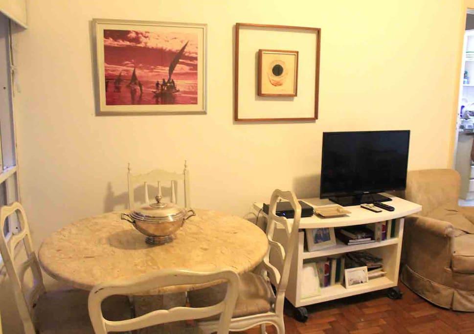 Dinning room - mesa e tv
