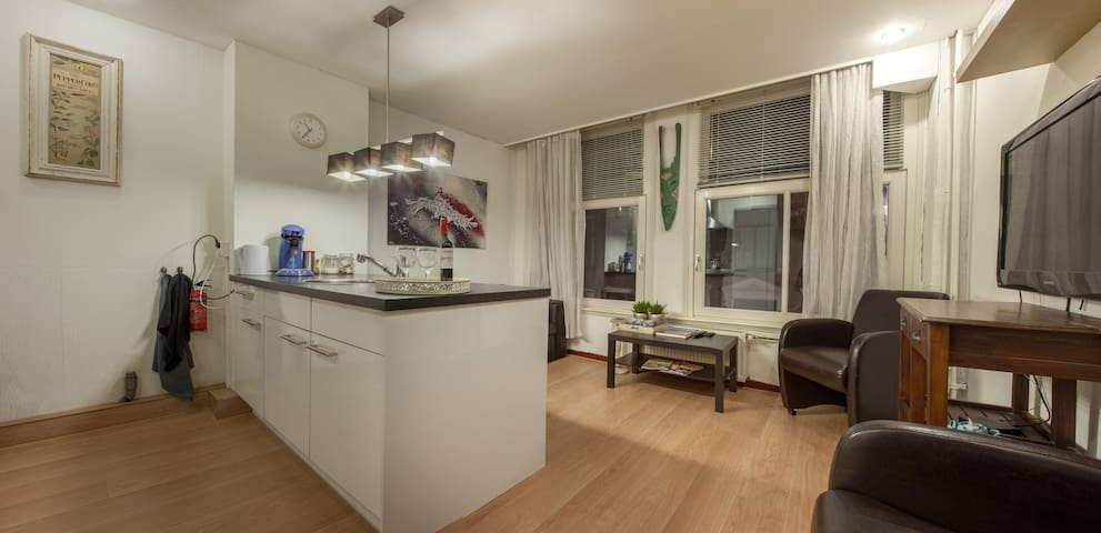 Center Apartment above Tattoostudio - Amsterdam