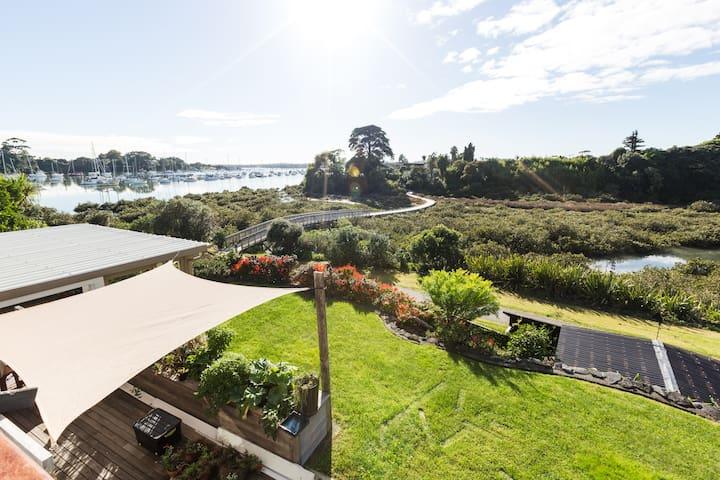 Views of Harbour & Coastal Boardwalk - 3 Bdr Home