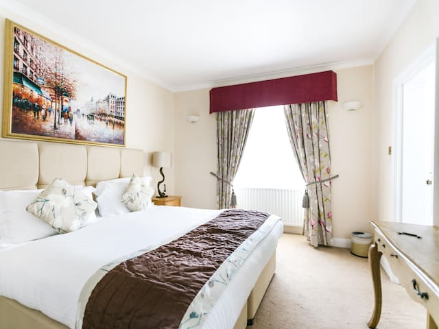 Park Lane Apartments - Shaw House - One Bedroom
