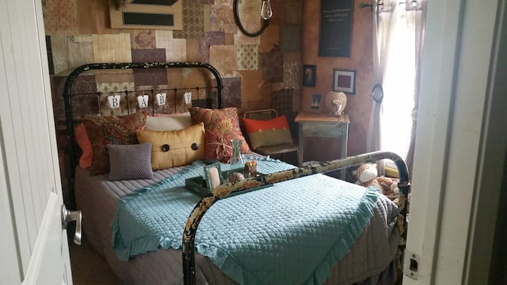 Mama's Place- Antique Themed Room