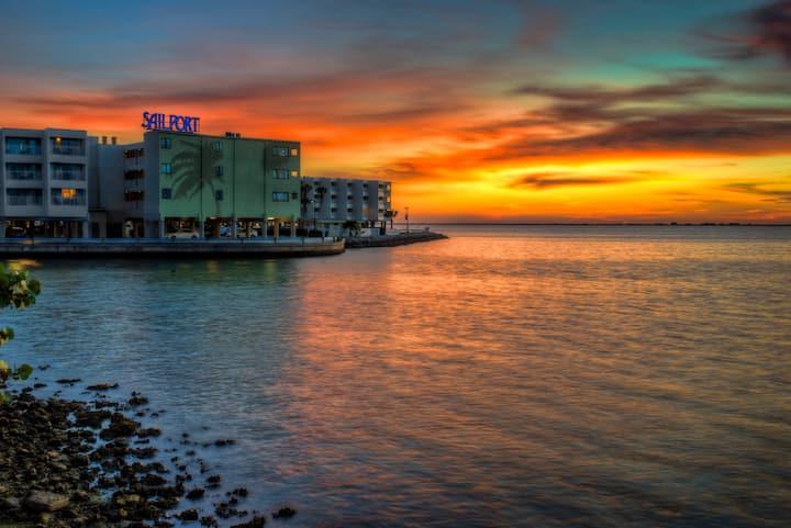 *1/1 Condo *Impressive Sunset Views*