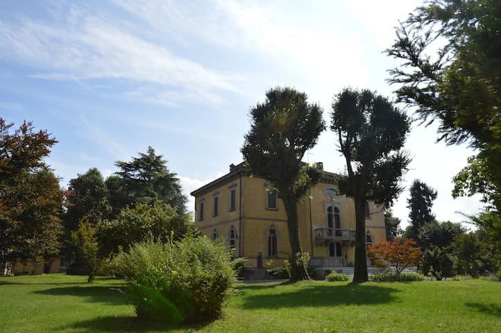 Villa in the countryside, in the heart of Lombardy