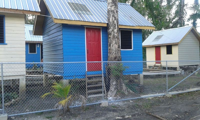 Belmopan Tiny Hostel Blue Hole in the forest