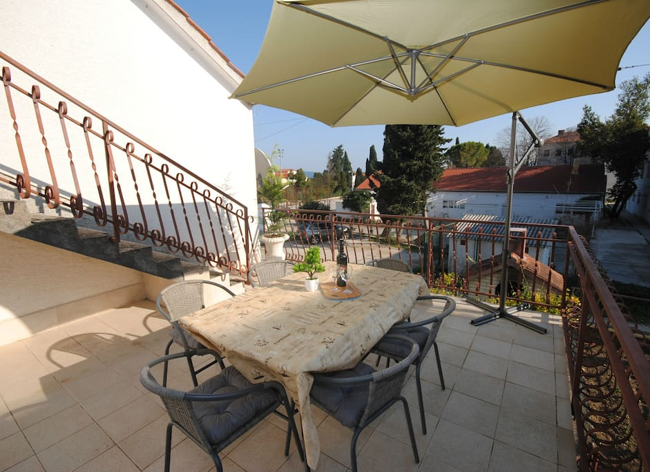 Family apartment Kastela: Private Terrace