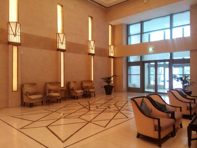 Beautiful Furnished Apartment in Downtown Dubai - Dubai - Flat