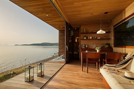 Wooden dream on the beach! - iHouse