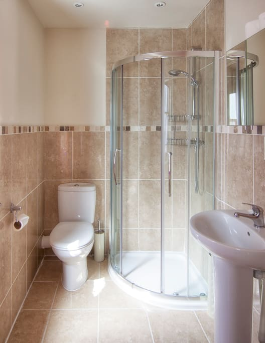 Shower room with Corner Shower, Toilet and Sink