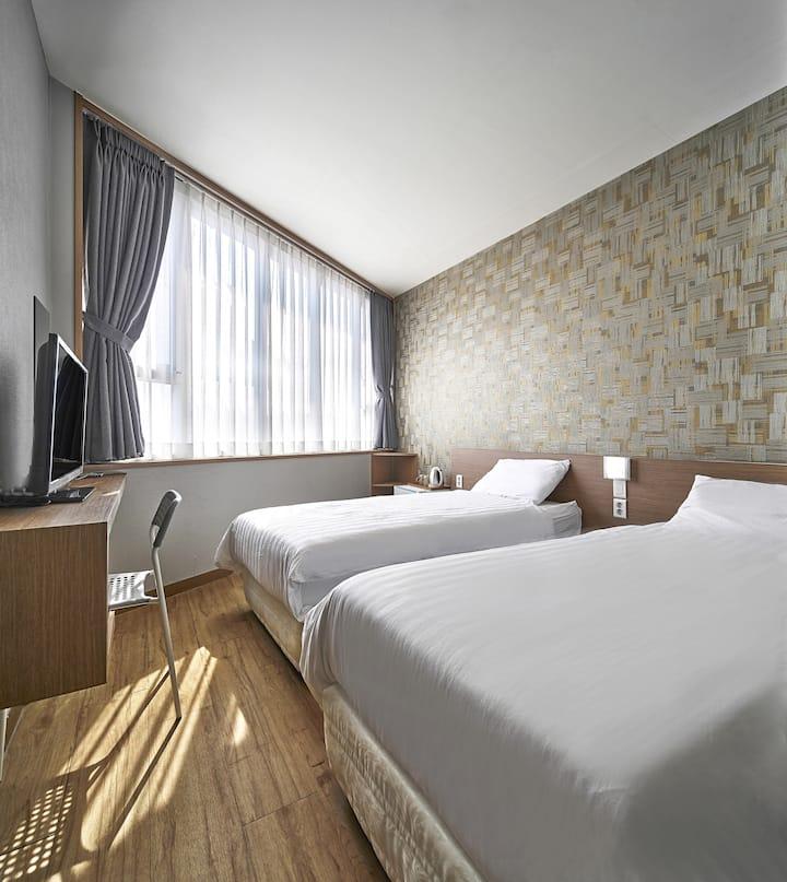 [4min Hongdae]Private Twin Room