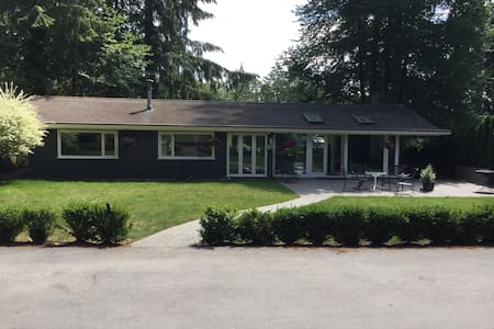 Private Lynn Valley Oasis - North Vancouver - Talo