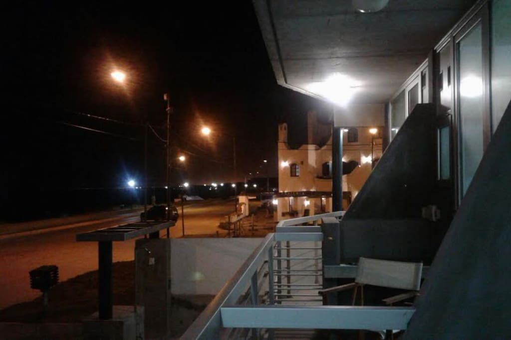 Balcón con parrilla