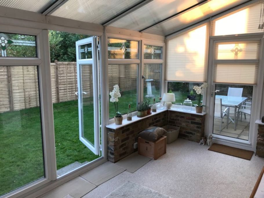 Spacious conservatory to enjoy the evening
