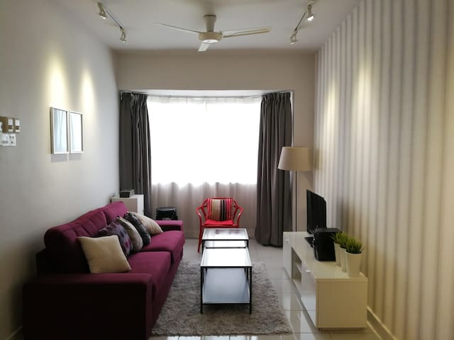 Cozy 2BR@MainPlace 1-4pax | FreeWifi | LRT