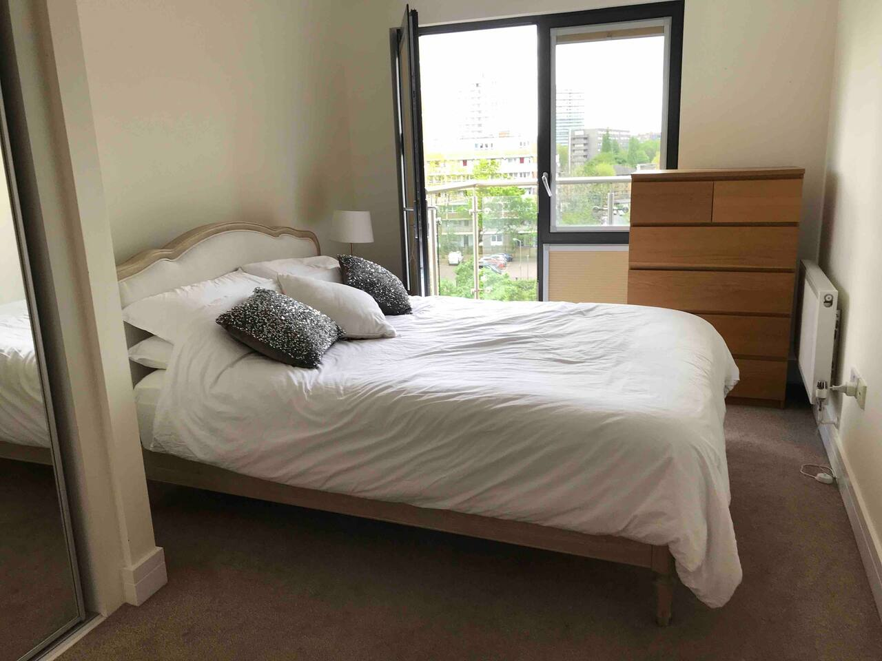Beautifully sunny double bedroom with en-suite bathroom and private balcony