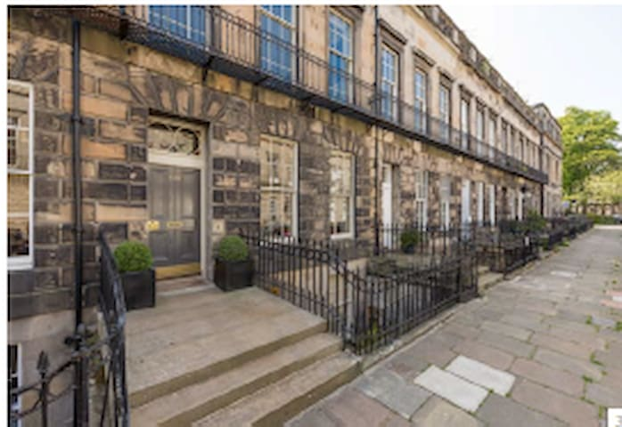 Airbnb Edinburgh Holiday Rentals Places To Stay