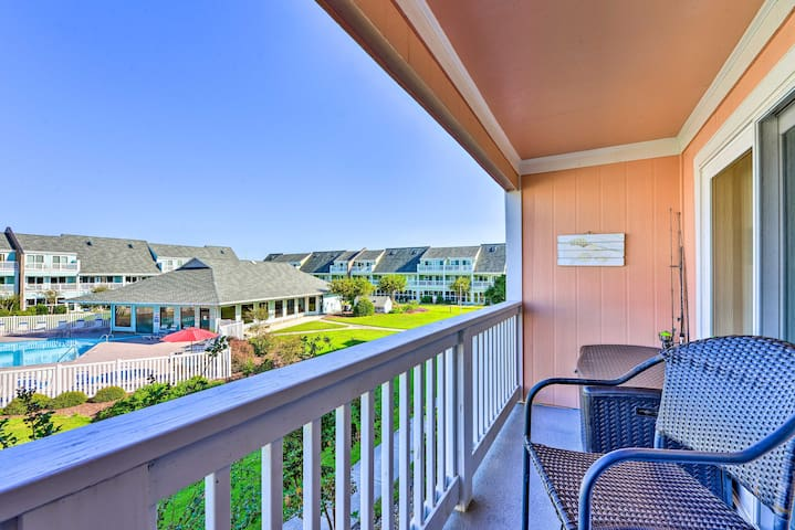 Oceanfront Emerald Isle Condo, Walk to Beach!