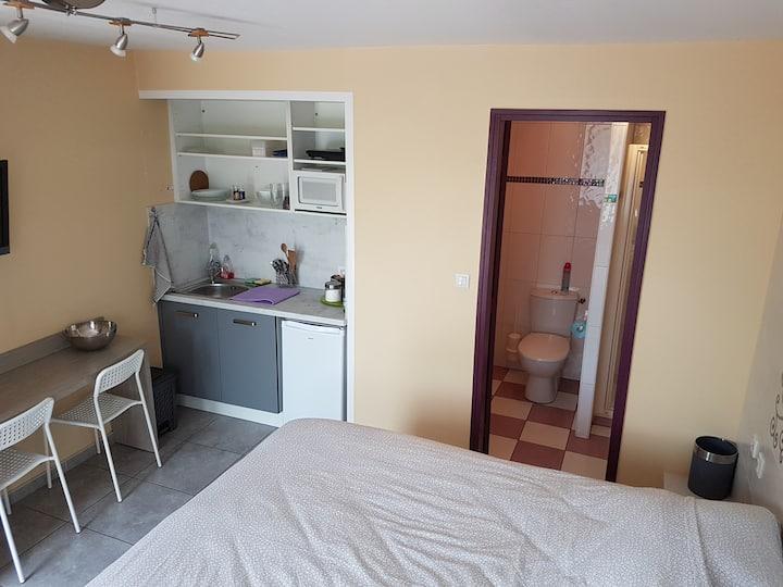Studio meublé avec WIFI dans une résidence calme
