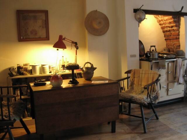 Share artists' home in artist quarter - Bristol - Rumah