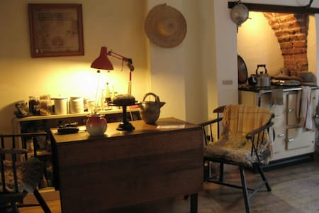 Share artists' home in artist quarter - 布里斯托尔