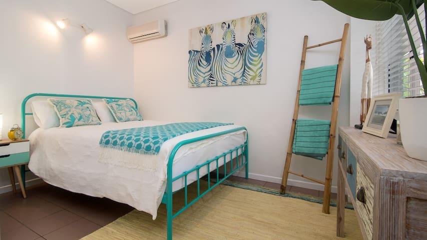 Bedroom 2 - smaller room, Queen bed