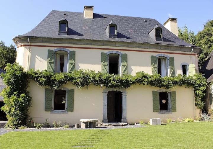 """Gîte """"Villa ADAM""""  Bigourdane 300 m2, 2-10 pers."""