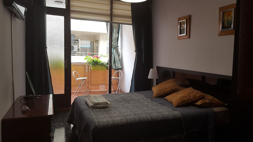 2 ROOMS  1 double and 1 simple near beautifulbeach - El Masnou - Byt
