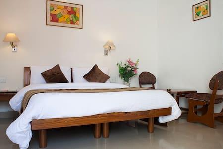 AapnoGhar Resort Gurgaon - คุร์เคาน์ - ที่พักพร้อมอาหารเช้า