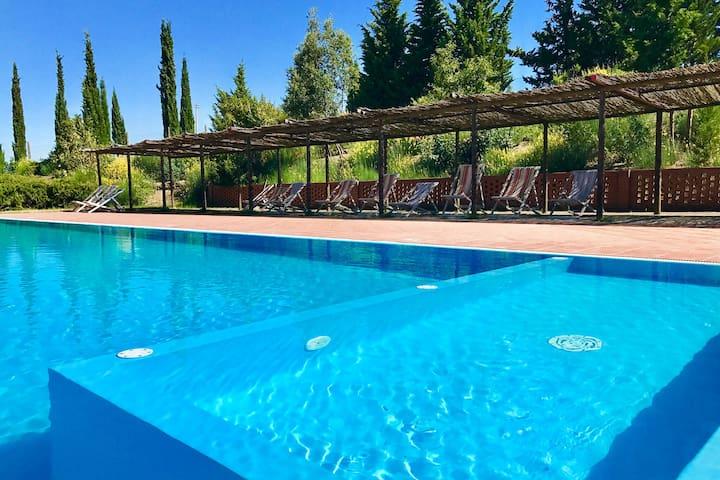 Villa confortable à Montespertoli avec piscine