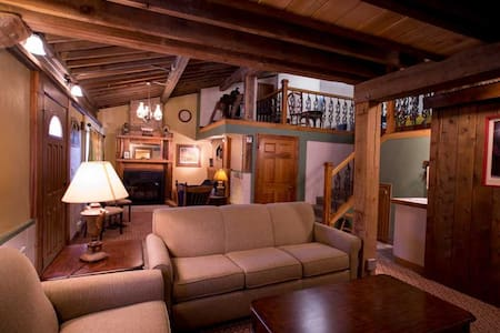 Stone Mill Hotel and Suites - Buffalo Bill Suite