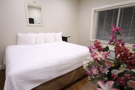 Cozy room with large king bed and  soft linens. WE ALSO HAVE ROOMS WITH 2 DBL BEDS.