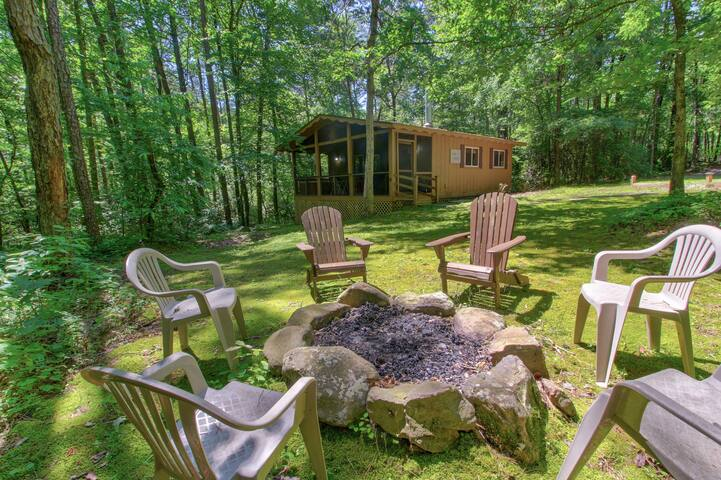 Woodland cabin w/ hot tub, firepit & screened porch - 2 small dogs welcome!