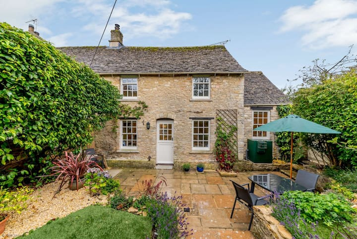 Charming Cotswold Cottage in Fullbrook