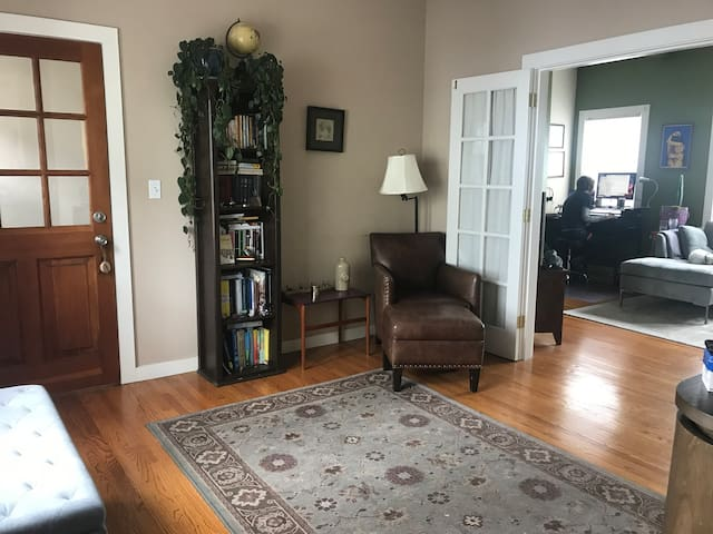 Large, sunny one bedroom in the heart of Temescal