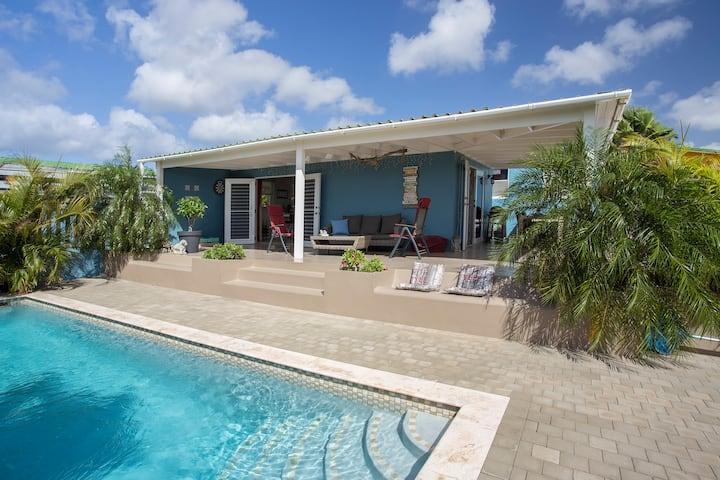 Complete woning met zwembad op mooie lokatie.