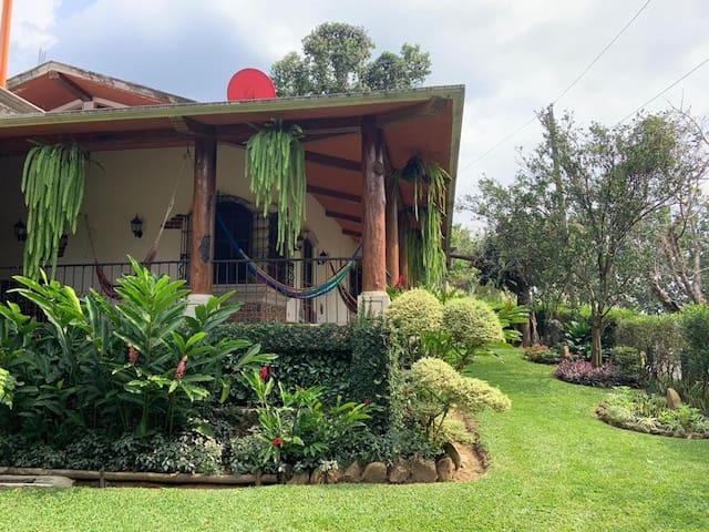 Hermosa casa en  Res. La Perla 5 minutos del IRTRA