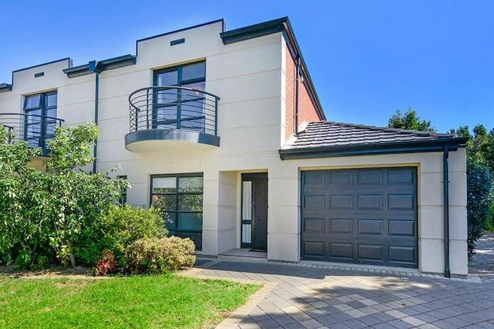 Quiet Abode - 2 Bed Townhouse