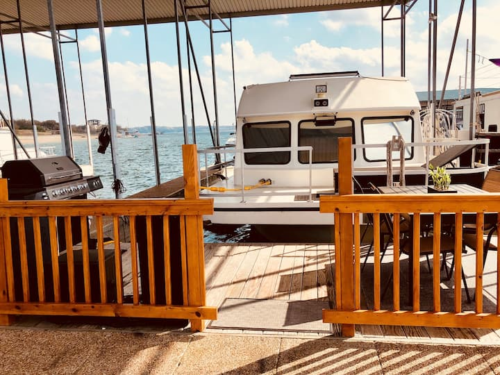 Relaxing 3 Bed Houseboat on Lake Travis