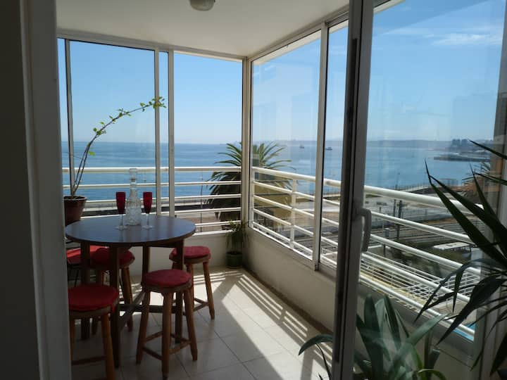 Seaview flat in downtown Valparaiso