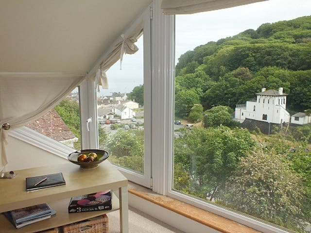Kean Hills Upper Deck Apartment in Cawsand