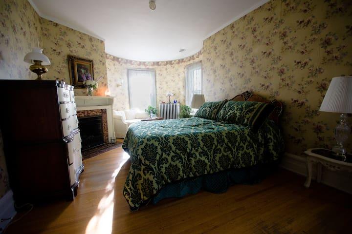 Mary Todd Bedroom Ottawa River House
